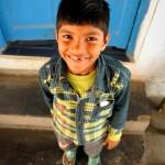 Der kleine Mann hier ist fast täglich im Sewa Ashram zu sehen. Seine Eltern gehören zu den Mitarbeitern.