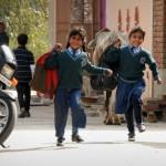 Die Schule spielt natürlich eine wichtige Rolle für die Kinder unserer Pflegefamilien, aber wie das bei Kindern auf der ganzen Welt eben so ist, ist die Begeisterung am größten, wenn die Schule aus ist.