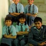 Die meisten Kinder gehen noch in die Primarschule. Hier sind Schuluniformen vorgeschrieben.