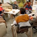 Einige unserer behinderten Langzeitbewohner werden sich um den Aufbau und Betrieb der Ziegenhaltung kümmern. Hier sieht man sie bei einer Projektbesprechung.