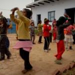 Die Kinder im Lernzentrum haben auch Spaß am gemeinsamen Tanzen.